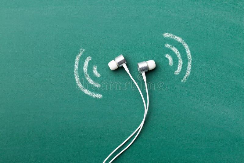 écouteurs blancs images stock