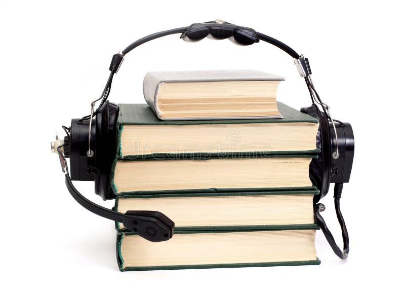 Écouteurs et livres photographie stock libre de droits