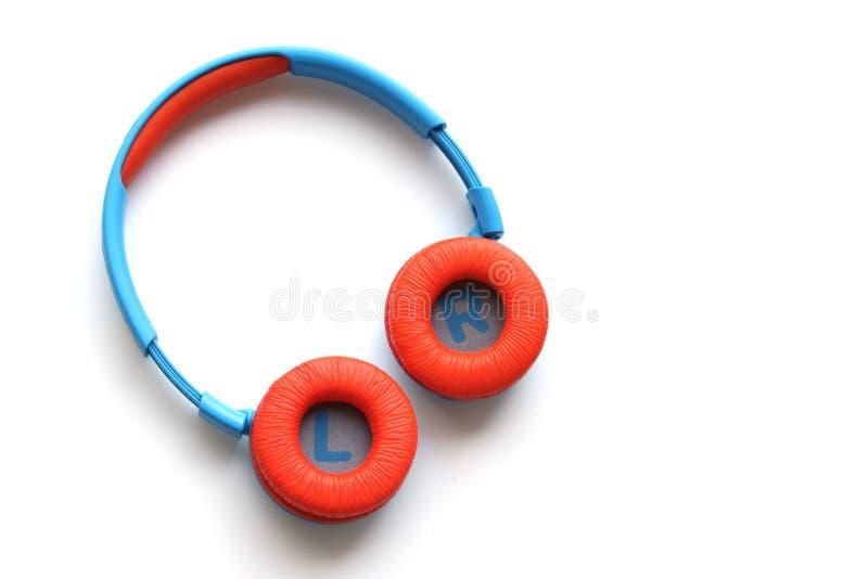 Écouteurs sans fil colorés pour des enfants photo libre de droits