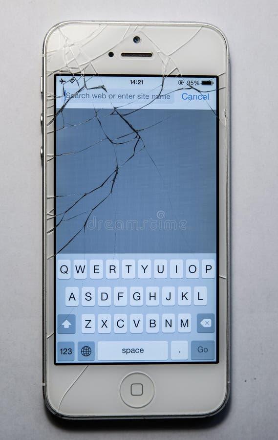 Écran cassé de téléphone d'isolement photographie stock libre de droits