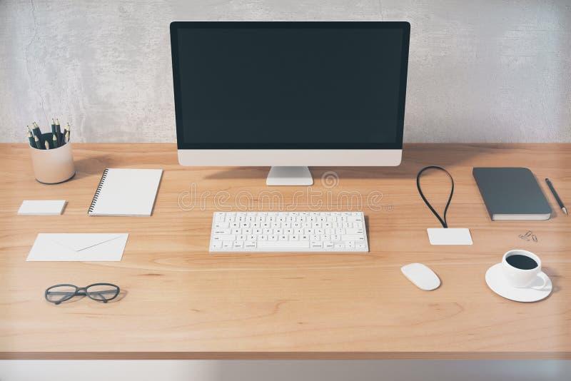 Écran d ordinateur noir vide avec des accessoires de bureau sur en