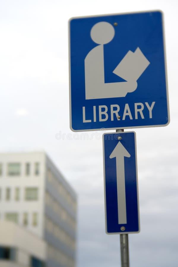 Écran Deep Bokeh Library Ahead le long de la 49e rue à Yellowknife, Canada photos libres de droits