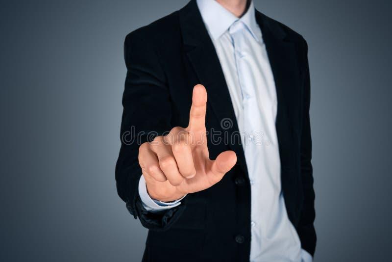 Écran invisible émouvant d'homme d'affaires images stock