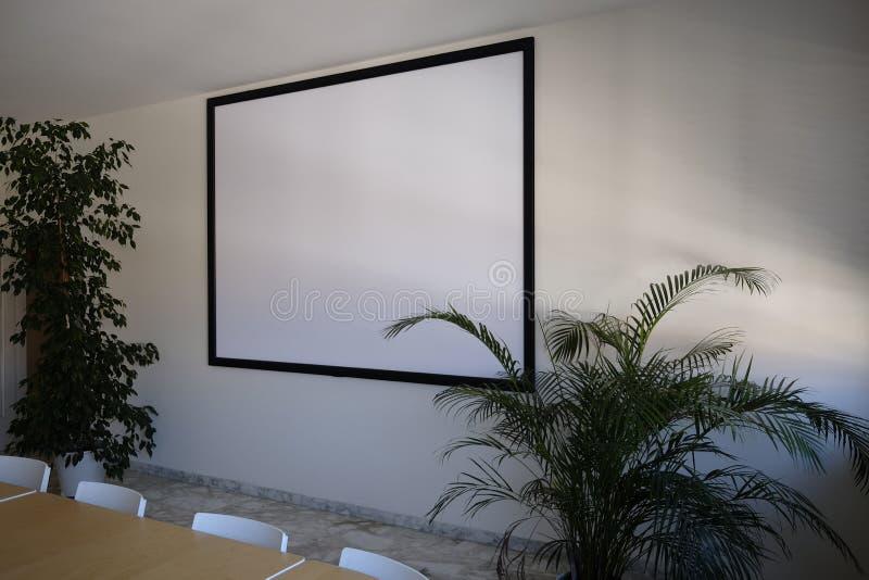 Écran pour le projecteur visuel dans le lieu de réunion image stock