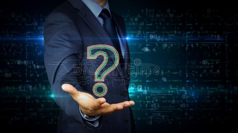 Écran tactile d'homme d'affaires avec l'hologramme de symbole de point d'interrogation photo libre de droits