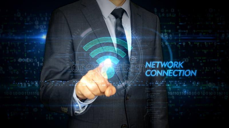 Écran tactile d'homme d'affaires avec l'hologramme de Wi-Fi photo libre de droits
