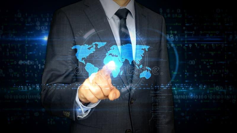 Écran tactile d'homme d'affaires avec l'hologramme du monde photo libre de droits