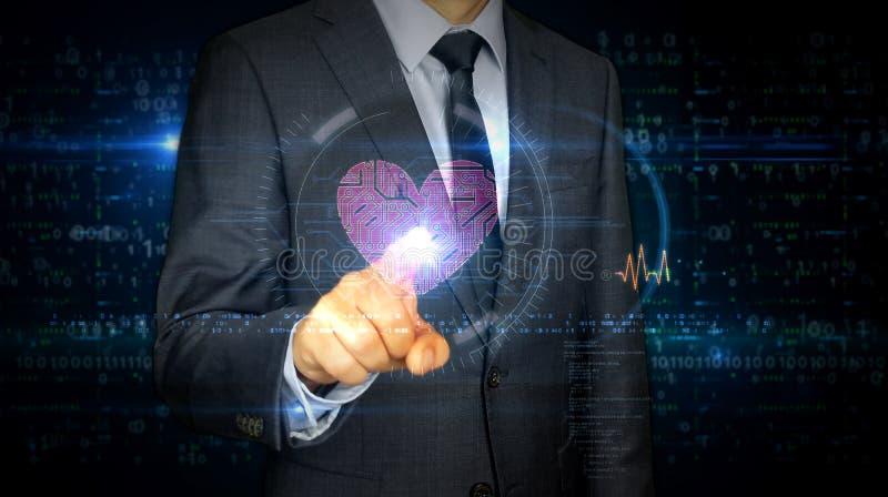Écran tactile d'homme d'affaires avec le coeur de cyber et l'hologramme d'amour photos libres de droits