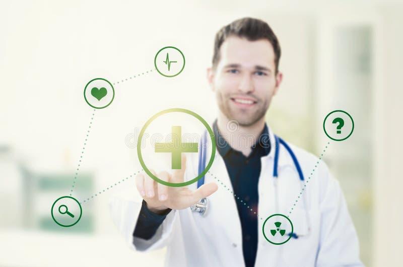 Écran tactile de docteur avec des icônes Concept futuriste de médecine photographie stock