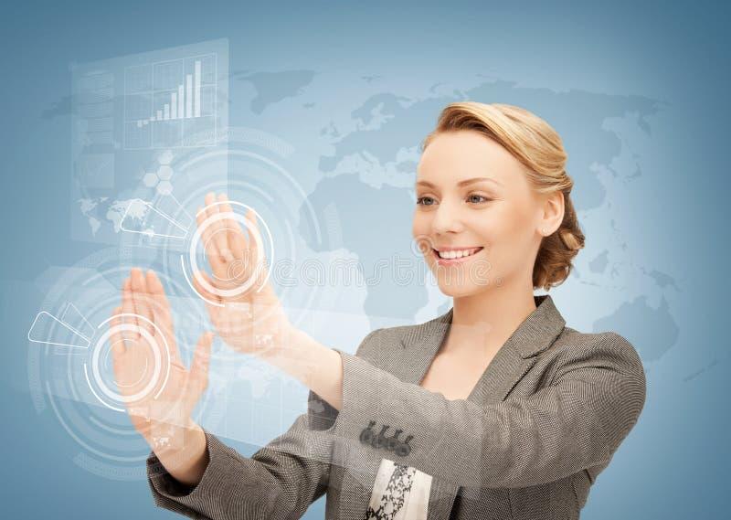 Écran virtuel émouvant de femme d'affaires image libre de droits