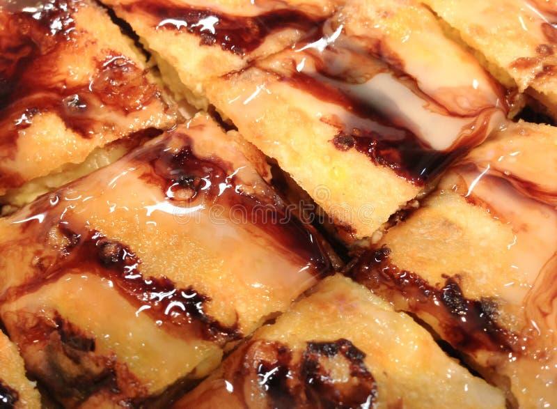 Écrimage frit de roti avec le fondant et la banane de chocolat à l'intérieur photographie stock libre de droits
