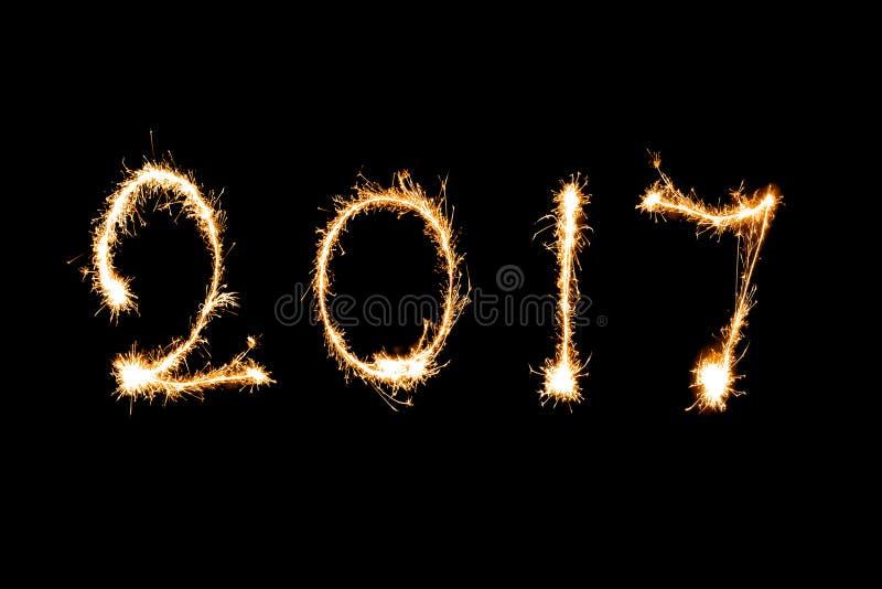 2017 écrit avec le feu d'artifice d'étincelle, concept 2017 de nouvelle année photo libre de droits