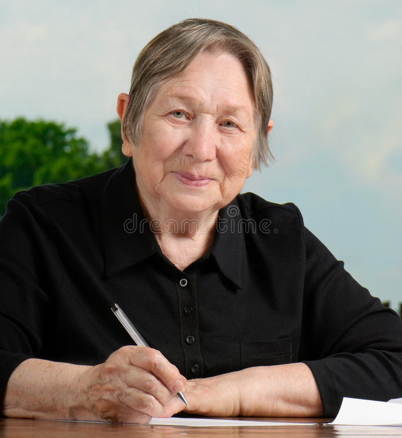 Écriture aînée de femme image libre de droits