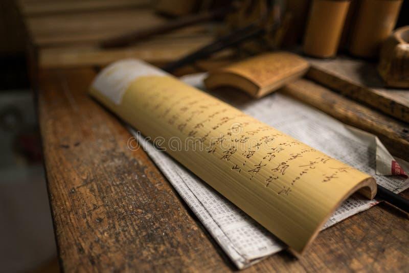 Écriture chinoise sur le bambou photographie stock libre de droits