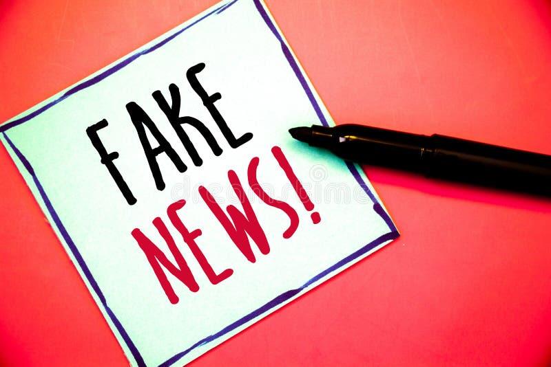 Écriture conceptuelle de main montrant à fausses actualités l'appel de motivation Désordre non fondé faux de HoaxIdeas de l'infor images libres de droits