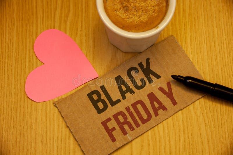 Écriture conceptuelle de main montrant Black Friday Les photos d'affaires textotent des ventes spéciales après le dégagement de r photographie stock libre de droits