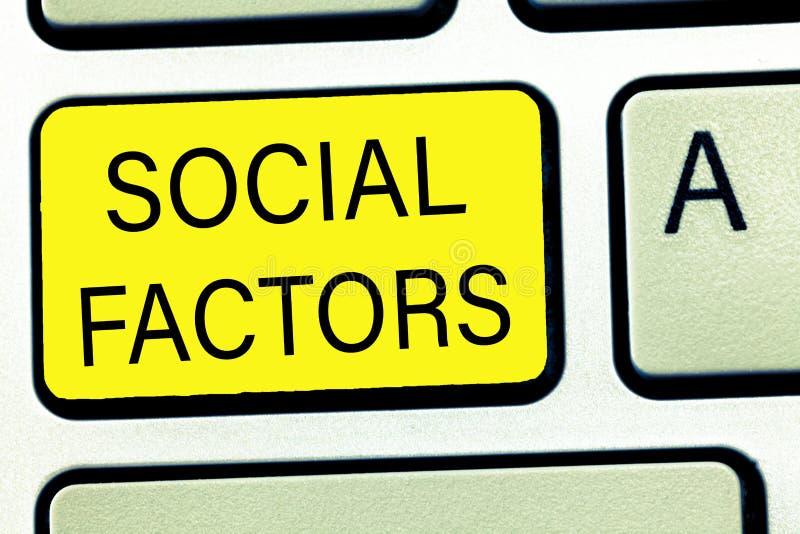 Écriture conceptuelle de main montrant des facteurs sociaux Choses des textes de photo d'affaires qui influence des différences d photographie stock