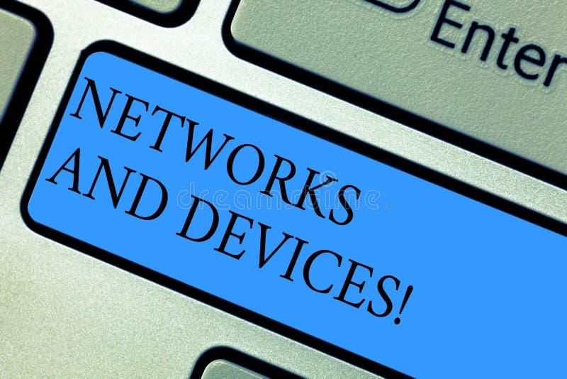 Écriture conceptuelle de main montrant des réseaux et des dispositifs Présentation de photo d'affaires employée pour relier des o photos stock