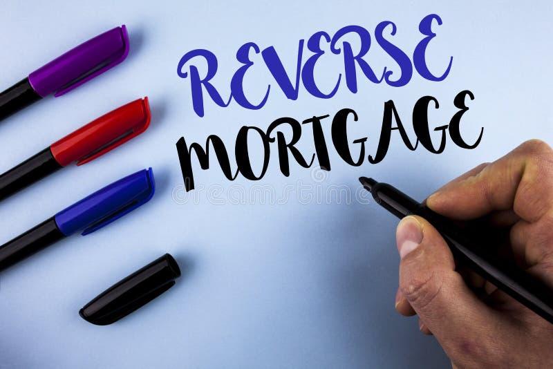 Écriture conceptuelle de main montrant l'hypothèque inverse Avantage plus âgé de paiement régulier d'option de retraite de propri photographie stock libre de droits