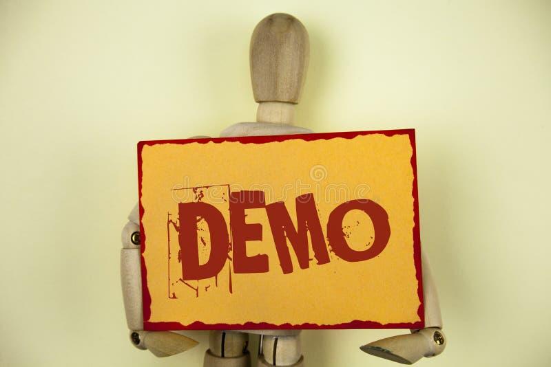 Écriture conceptuelle de main montrant la démo La démonstration des textes de photo d'affaires des produits par des fournisseurs  images libres de droits