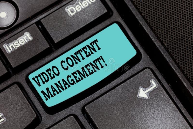 Écriture conceptuelle de main montrant la gestion de contenu visuelle L'évaluation des textes de photo d'affaires d'un s individu photo stock