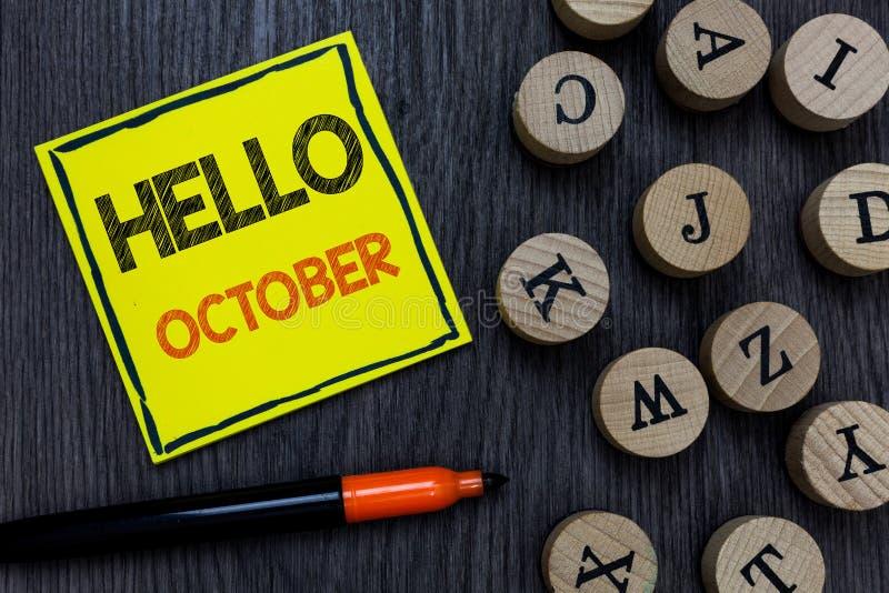 Écriture conceptuelle de main montrant le bonjour octobre Salutation de présentation de saison du mois 30days de dernier trimestr photos libres de droits
