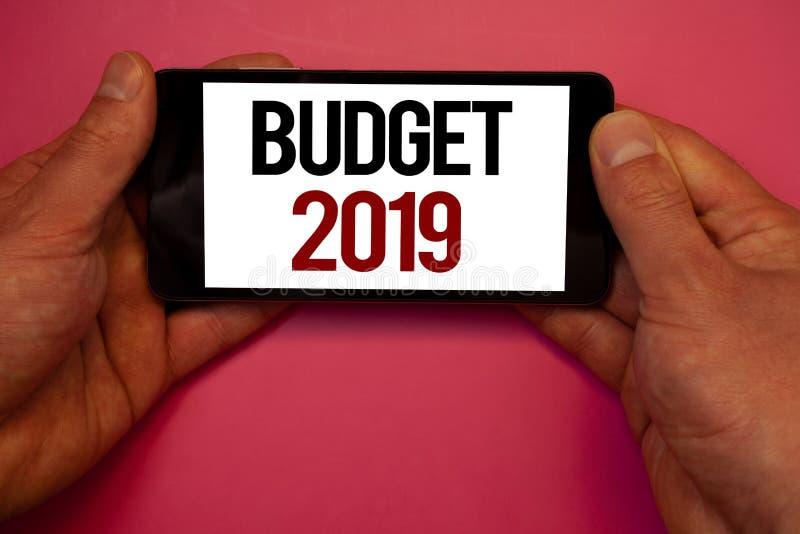Écriture conceptuelle de main montrant le budget 2019 Photos d'affaires présentant l'évaluation de nouvelle année des revenus et  images stock