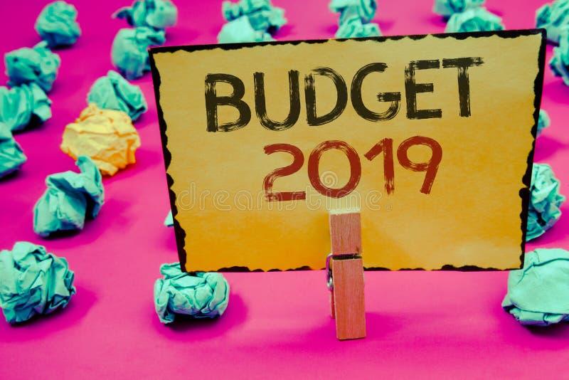 Écriture conceptuelle de main montrant le budget 2019 Photos d'affaires présentant l'évaluation de nouvelle année des revenus et  image libre de droits