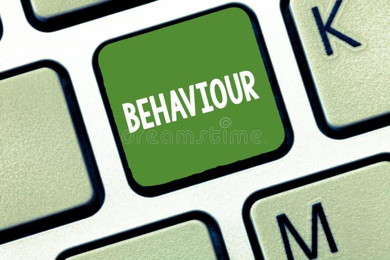 Écriture conceptuelle de main montrant le comportement La manière des textes de photo d'affaires dans lesquels agit se conduit pa photos libres de droits