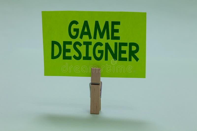 Écriture conceptuelle de main montrant le concepteur de jeu Consoles de programmeurs Scripting de présentation de pixel de milita photos stock