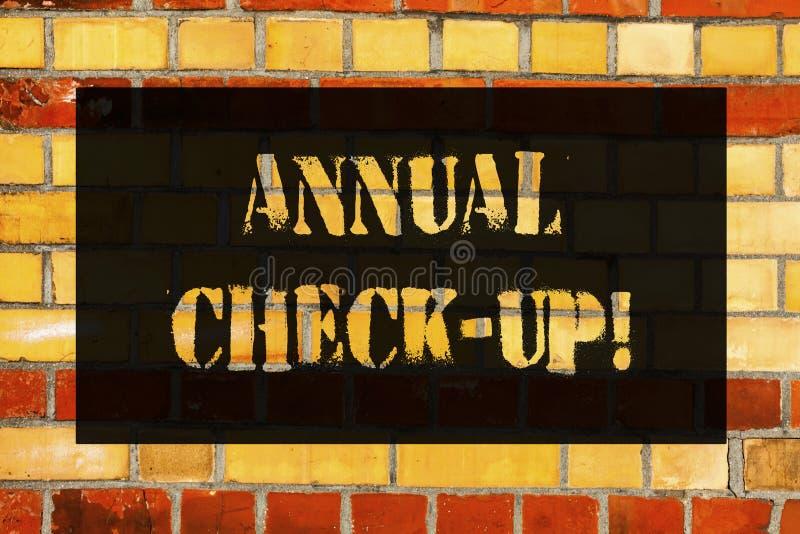 Écriture conceptuelle de main montrant le contrôle annuel  Photo d'affaires présentant l'évaluation annuelle et démontrant l'état image stock
