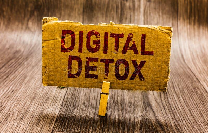 Écriture conceptuelle de main montrant le Detox de Digital Le texte de photo d'affaires exempt du débranchement d'appareils élect images libres de droits