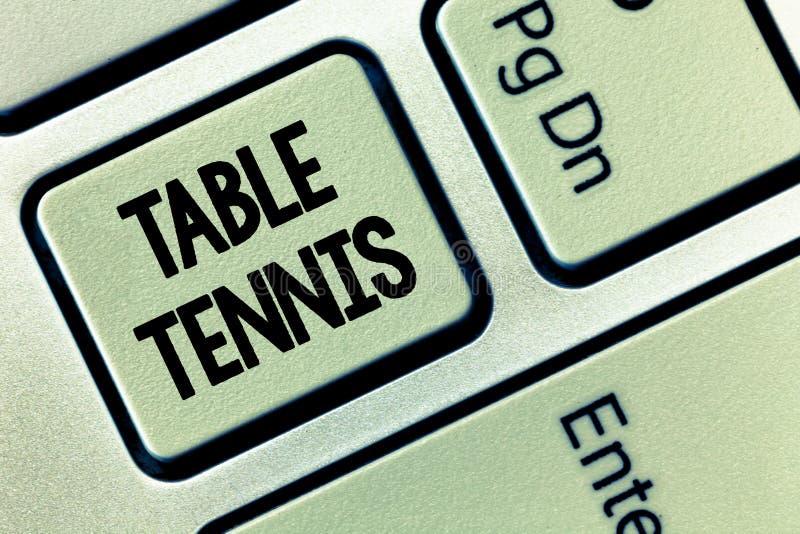 Écriture conceptuelle de main montrant le ping-pong Photo d'affaires présentant le jeu d'intérieur joué avec de petites battes et photos stock