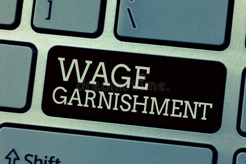 Écriture conceptuelle de main montrant le saisie - arrêt de salaire Texte de photo d'affaires déduisant l'argent de la compensati image libre de droits