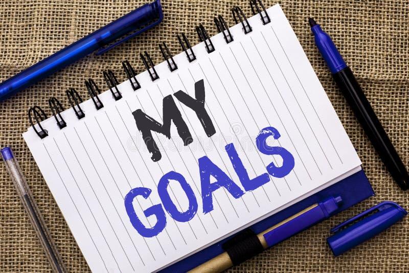 Écriture conceptuelle de main montrant mes buts Cible objective de présentation V de plan de carrière de détermination de stratég photos libres de droits