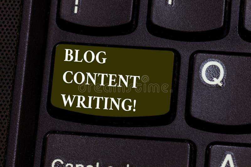 Écriture de contenu de blog des textes d'écriture Écriture en ligne de signification de concept qui est lien au clavier de campag photographie stock libre de droits