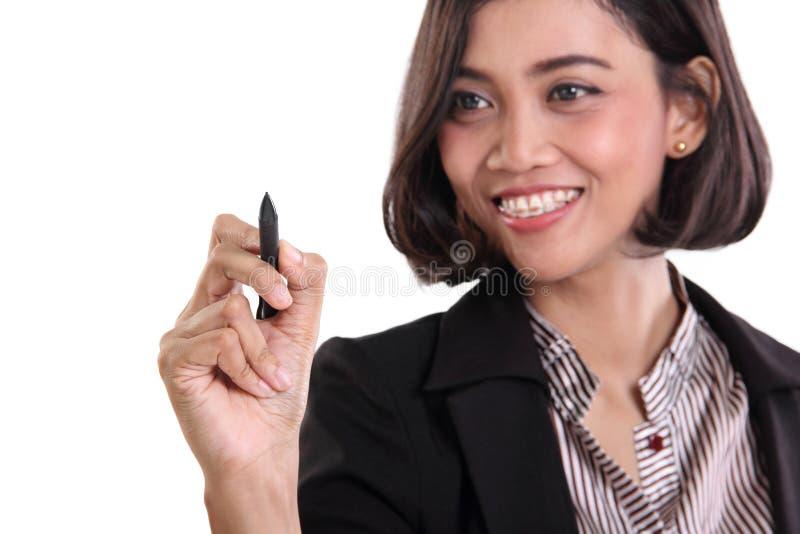 Écriture de femme d'affaires sur le plan rapproché d'écran image libre de droits
