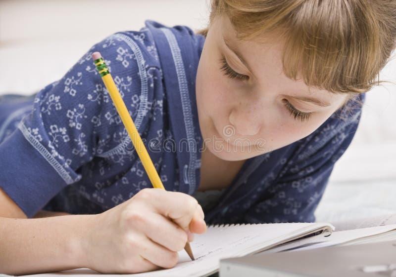 Écriture de jeune fille photographie stock libre de droits