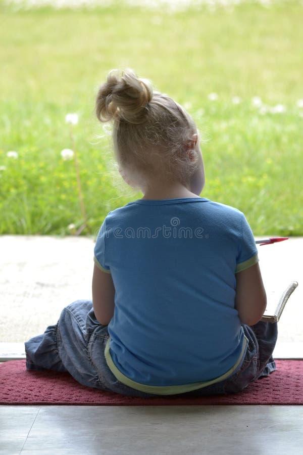 Download Écriture De Petite Fille Dans Un Bloc-notes Image stock - Image du enfant, fixation: 45358271