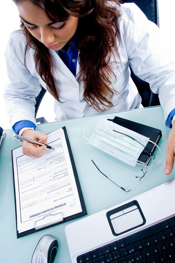 écriture de prescription femelle de docteur photos stock