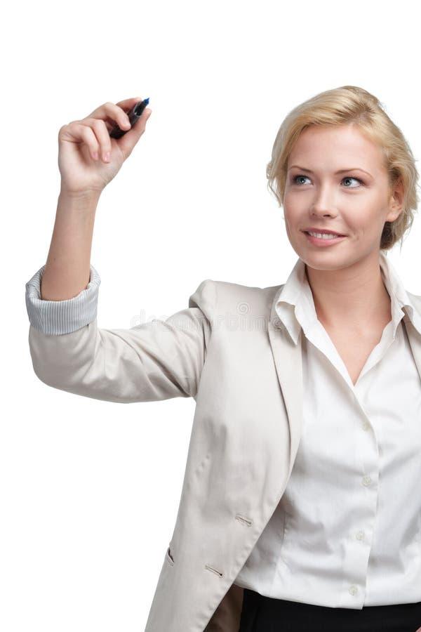 Écriture de sourire de femme d'affaires sur l'écran invisible image libre de droits