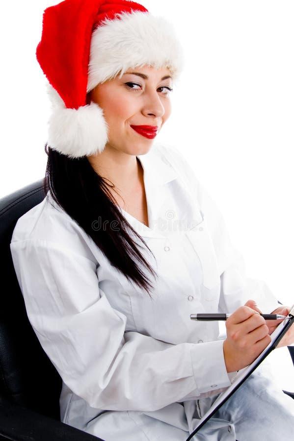 Docteur futé dans la prescription d écriture de chapeau de Noël