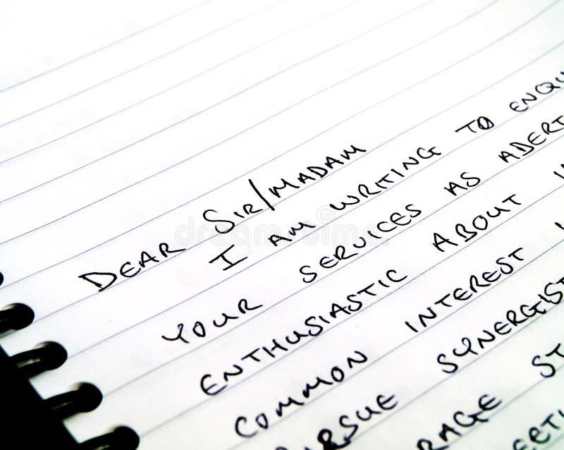 Écriture manuscrite une lettre sur le papier rayé images libres de droits