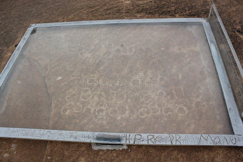 Écritures de langue de Dravidian sur la colline de Vindhyagiri, Shravanabelagola image stock