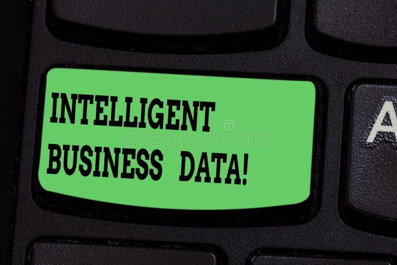 Écrivant à apparence de note des données commerciales intelligentes Utilisation de présentation de photo d'affaires des données i images libres de droits