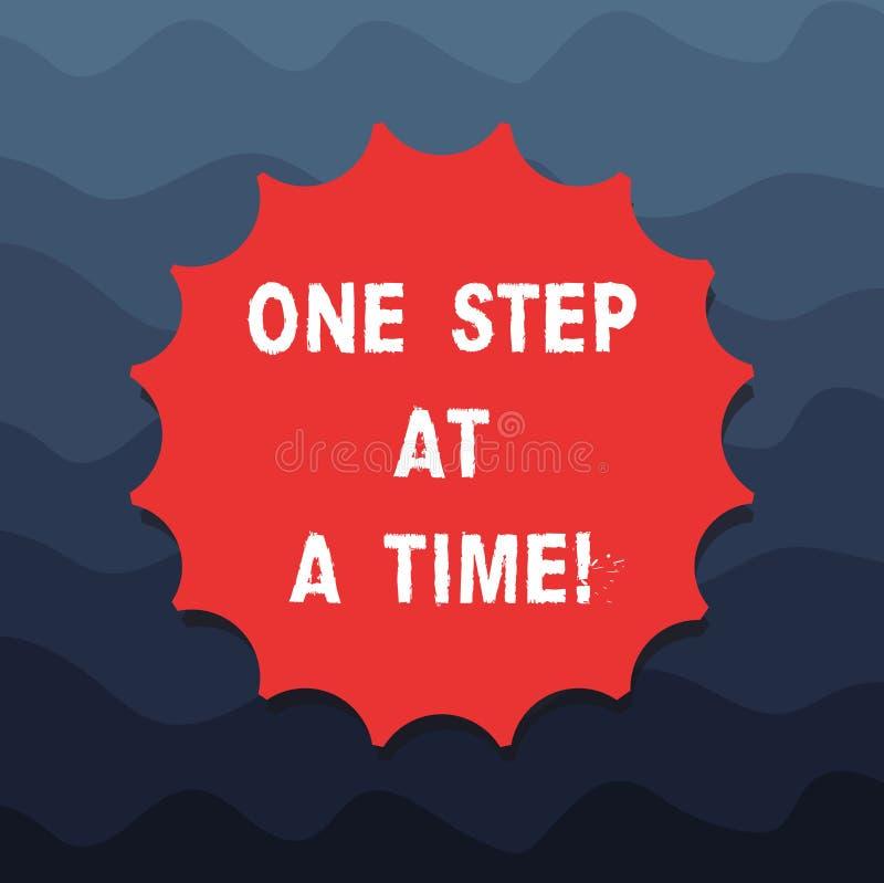 Écrivant la note montrant une étape à la fois Photo d'affaires présentant de petites actions pour aller lentement mais pour attei illustration stock