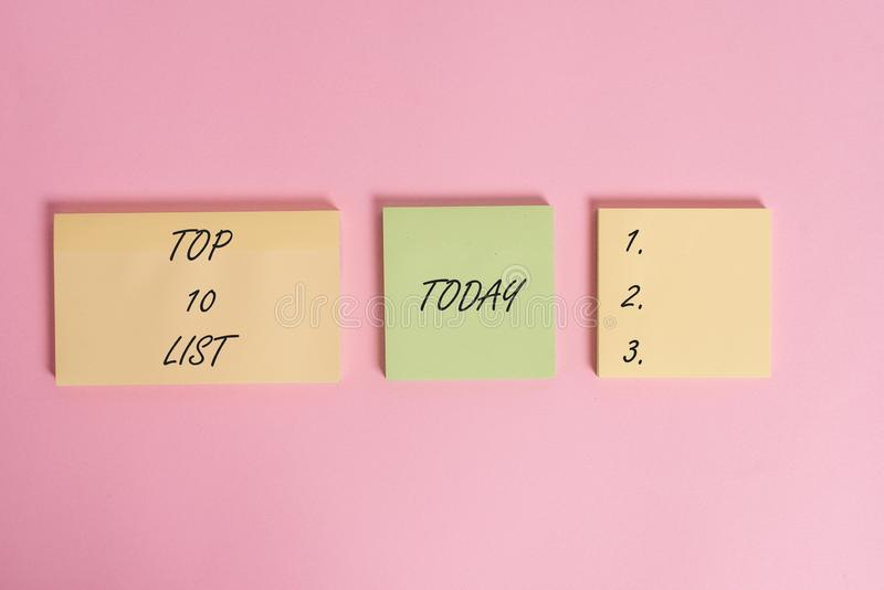 Écrivant la photo d'affaires de liste du principal 10 d'apparence de note présentant les dix les plus importants ou les articles  photo libre de droits