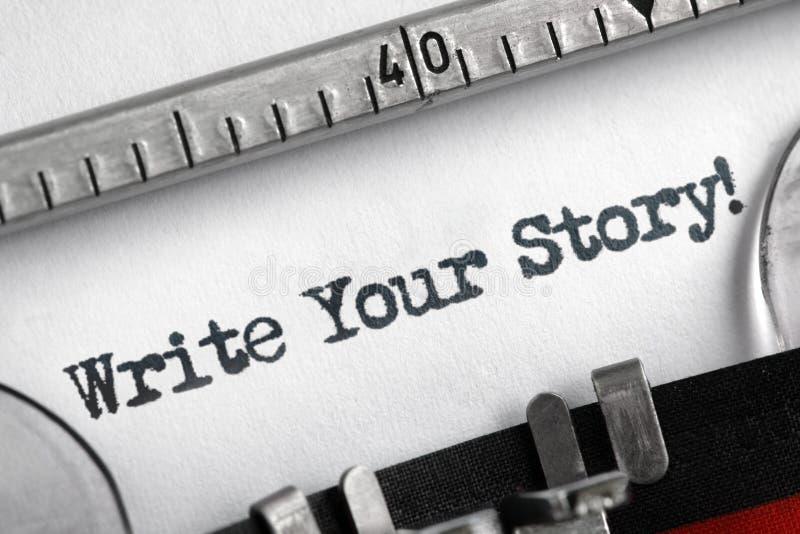 Écrivez votre histoire écrite sur la machine à écrire images stock