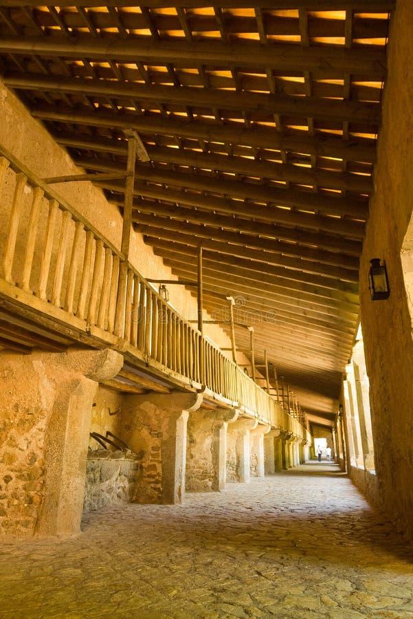 Écuries de cheval dans le monastère espagnol images libres de droits
