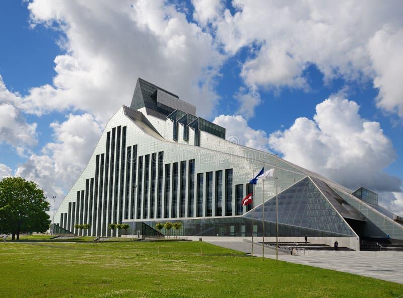 Édifice moderne de la ville letton Riga photo stock